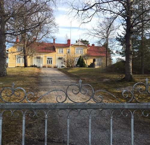 Bergvikin kartanossa tarjotaan perinteistä suomalaista kotiruokaa