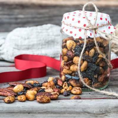 Suolaisen makea rusina-pähkinäseos