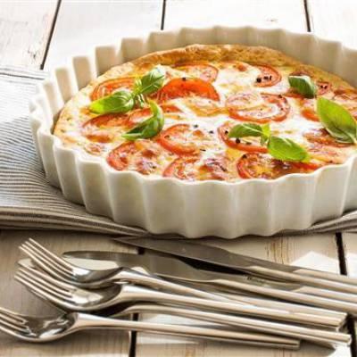 Tomaatti-mozzarellapiiras