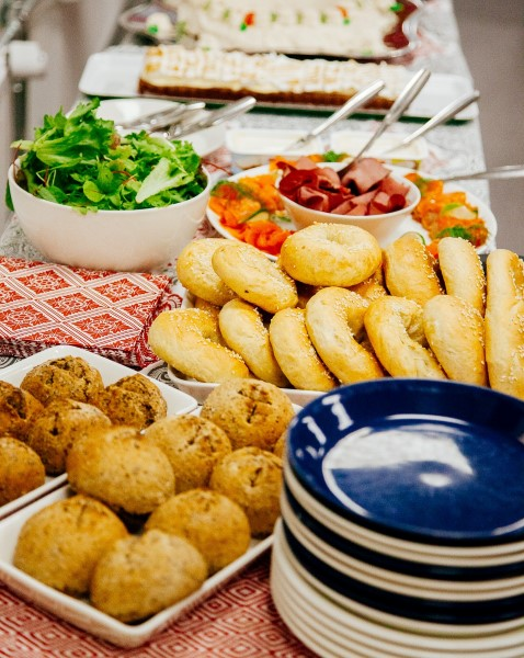 Kotitalousopettajien leivontaillassa tehtiin joulubageleita ja saaristolaissämpylöitä