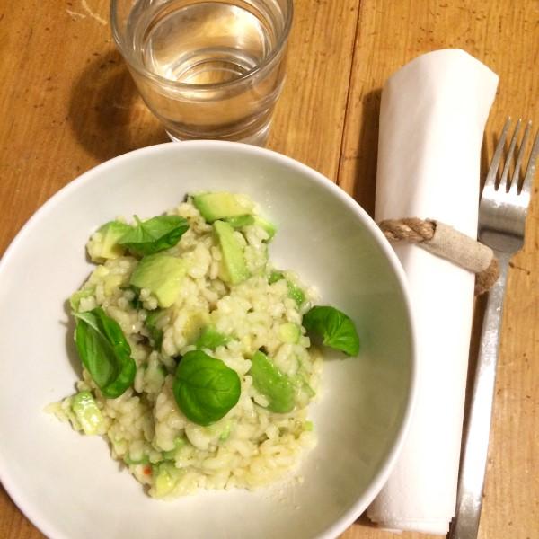Avocadorisotto tuo kevään ruokapöytään