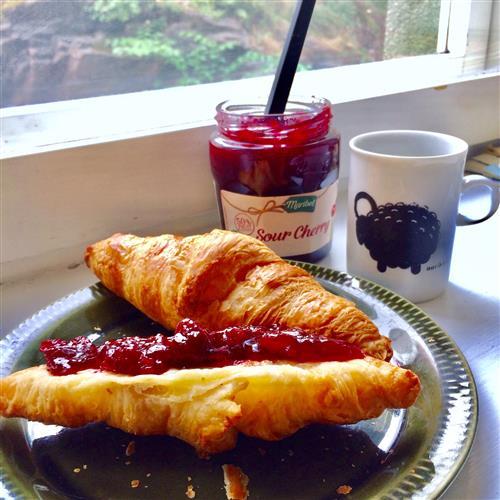 Itseleivotut croissantit sunnuntain aamiaiselle