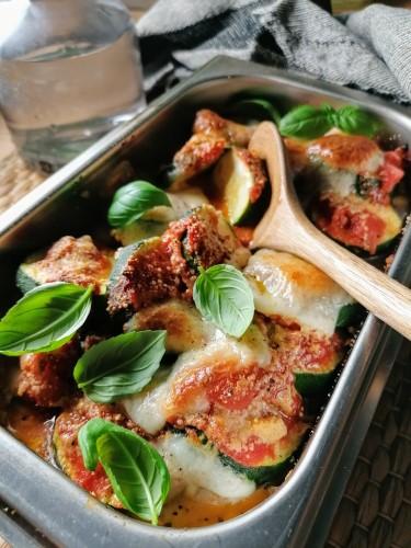 Italialainen melanzane-vuoka valmistuu myös kesäkurpitsasta