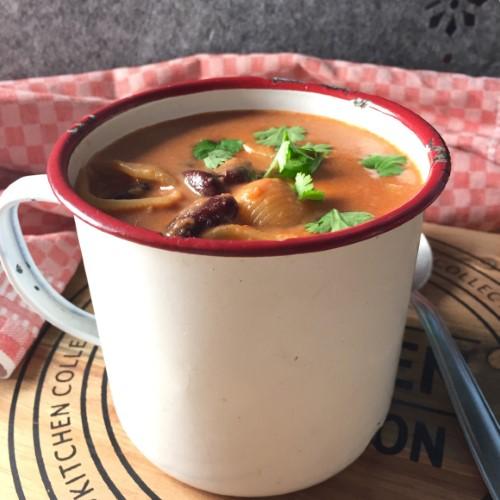 Talvinen papu-pastasoppa käy lounaaksi ja retkievääksi