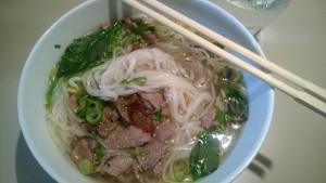 Vietnamilainen pho-keitto on kuumaa ja mausteista
