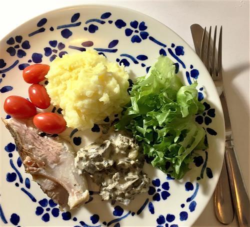 Pitkään haudutettua mureaa lihaa ja sienimuhennosta